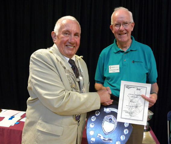 Anthony Oliver receives the Civic Pride Award